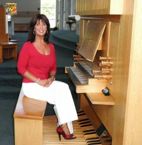 Linda at organ(1)